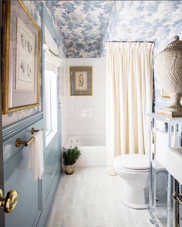 Papel pintado en techo de baño - 15 idees per decorar la casa