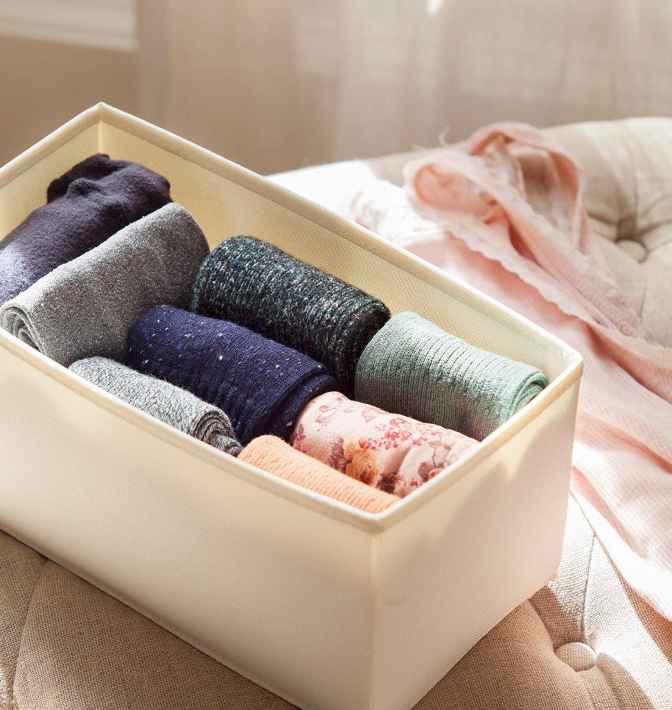detalle de calcetines doblados segun el metodo de marie kondo 1212x1280 970x1024 - La felicitat en l'ordre segons Marie Kondo