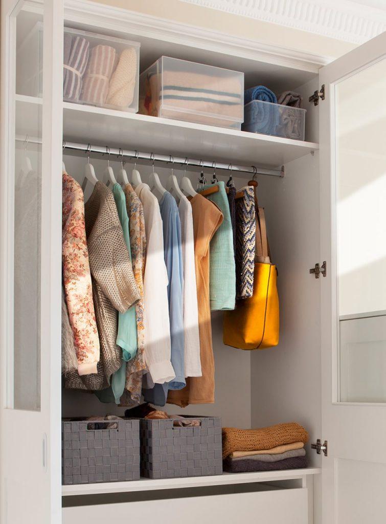 interior de armario metodo marie kondo 944x1280 755x1024 - La felicitat en l'ordre segons Marie Kondo