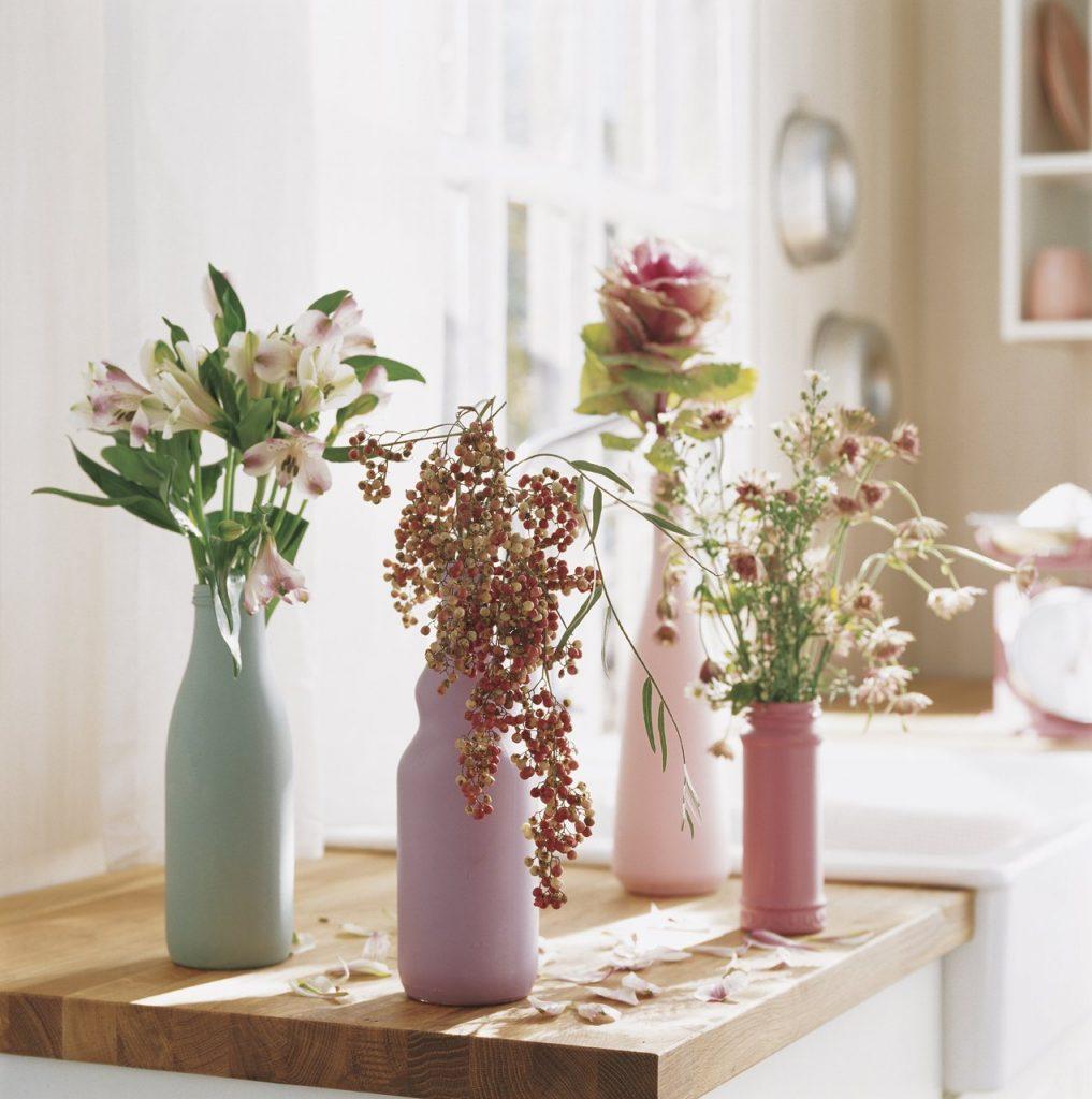 flores en botellas pintadas 1271x1280 1017x1024 - Decora la casa per Sant Valentí