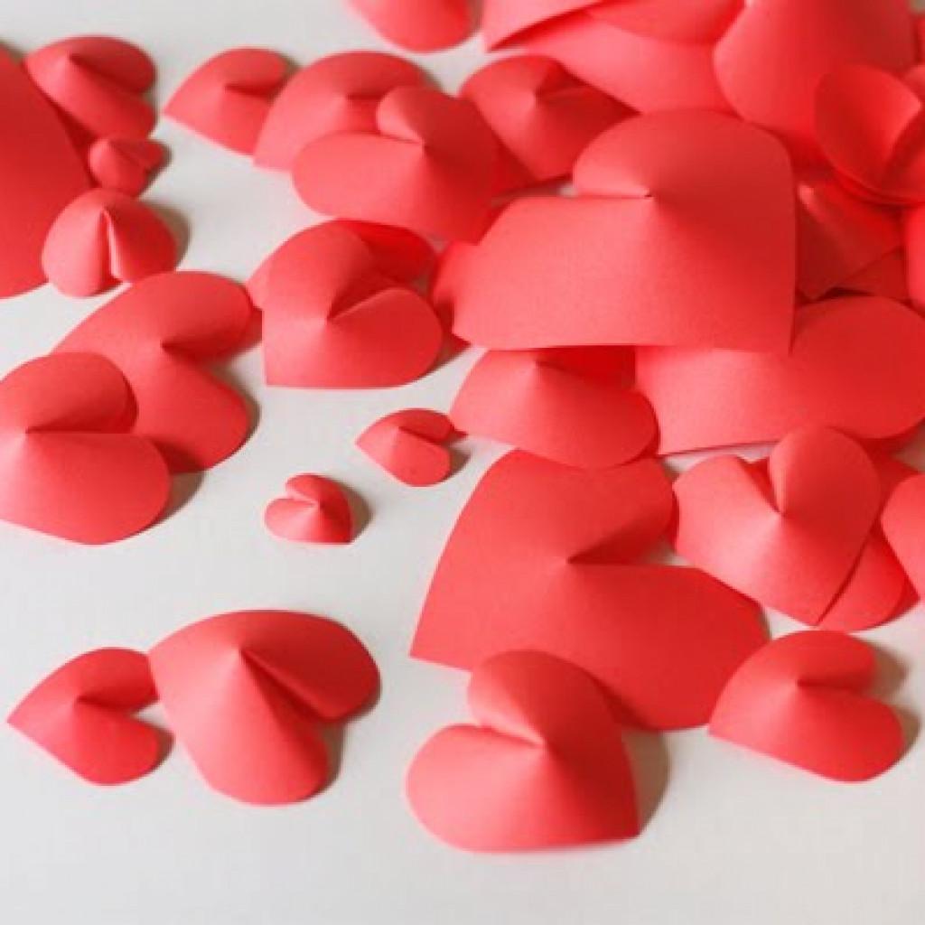 pile of paper hearts 1024x1024 - Decora la casa per Sant Valentí